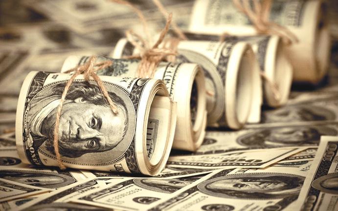 Доллар опять опускает гривну