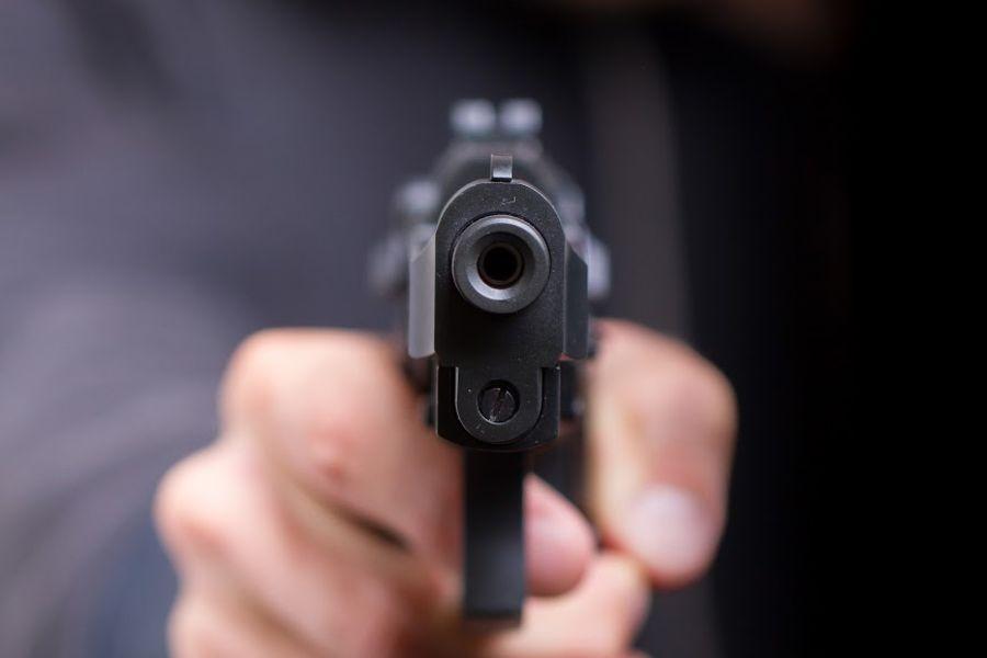 На ЮЖД стреляли в мужчину