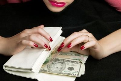 Расчетливая банкирша обманывала жителей Харьковской области
