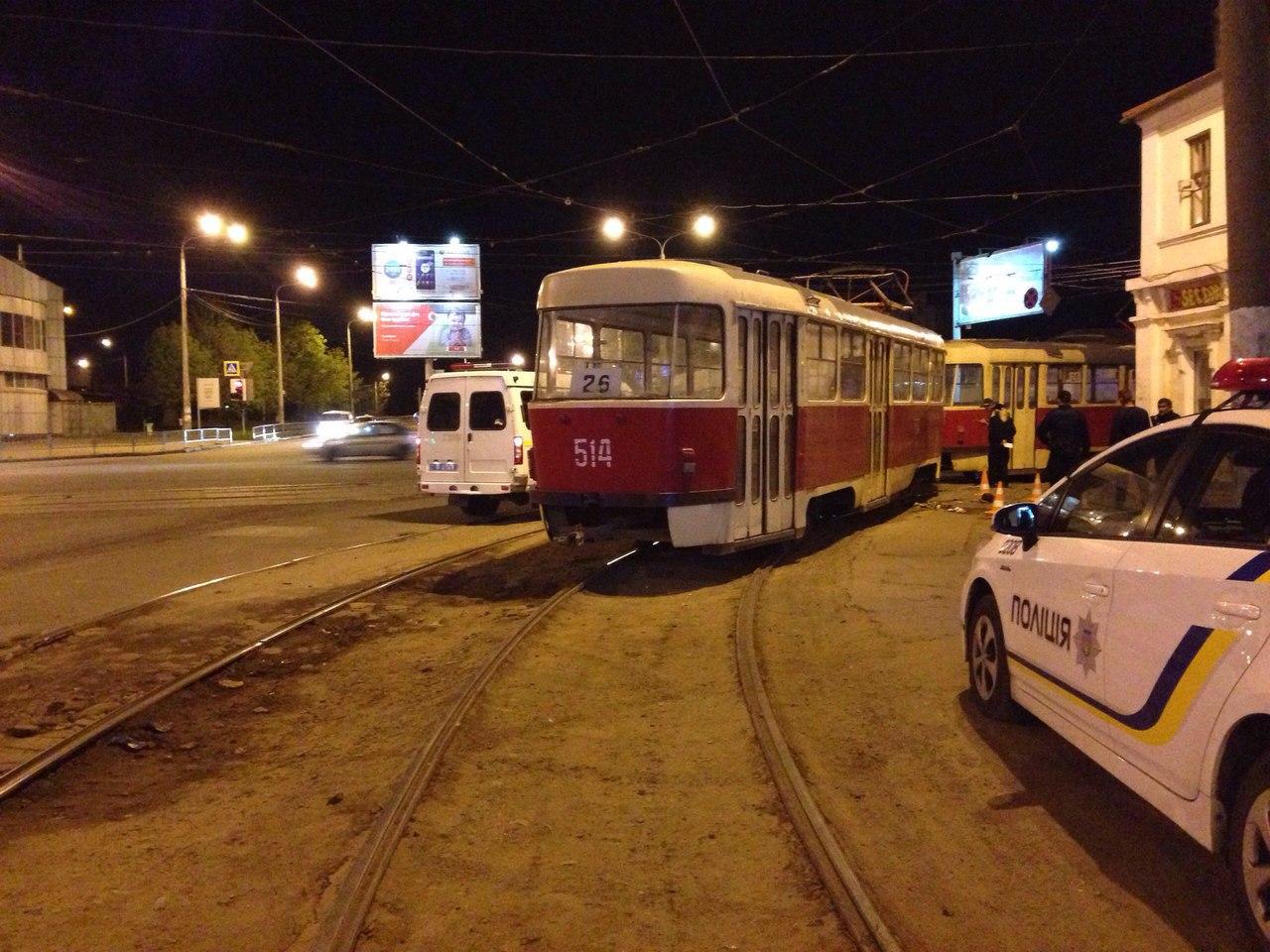 Жертве трамвая не смогли помочь