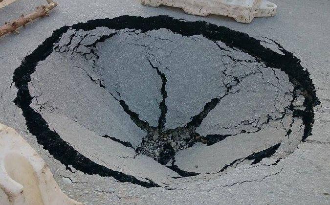 Зловещий провал появился в Харькове (ВИДЕО)
