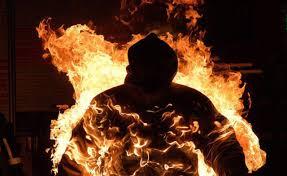 Отчаянный протест. Мужчина собирается убить себя в центре города на Харьковщине