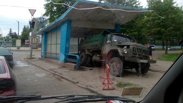 Харьковские коммунальщики провалились в подземку