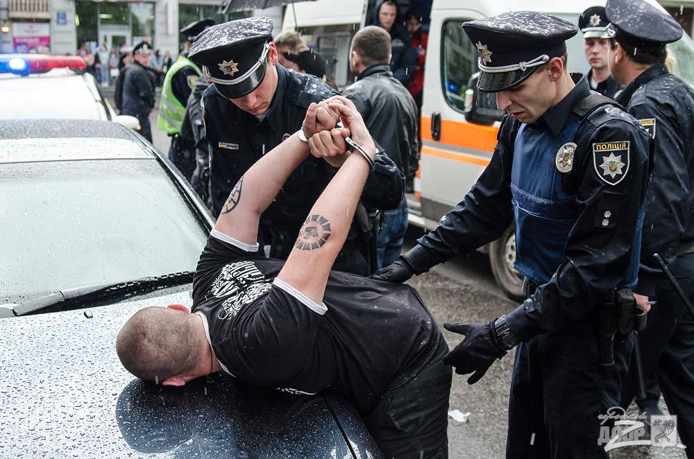 Полицейский избил своего коллегу
