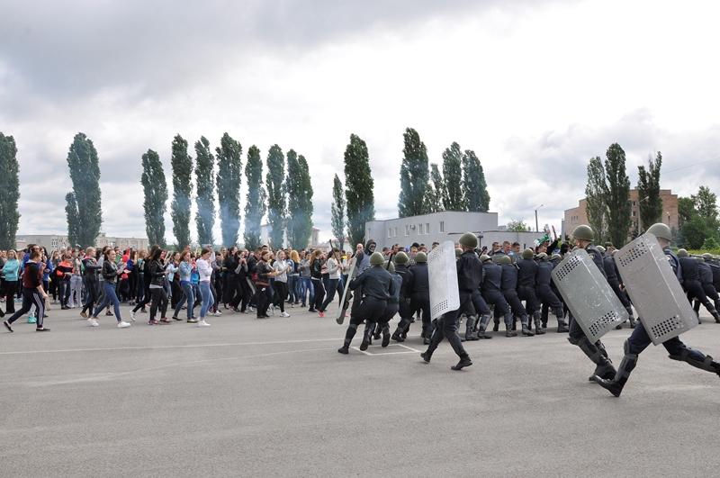 Харьковчан будут спасать от беспорядков (ФОТО)