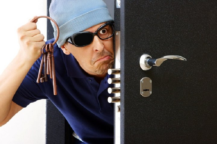 Незапертая дверь привела к личной драме