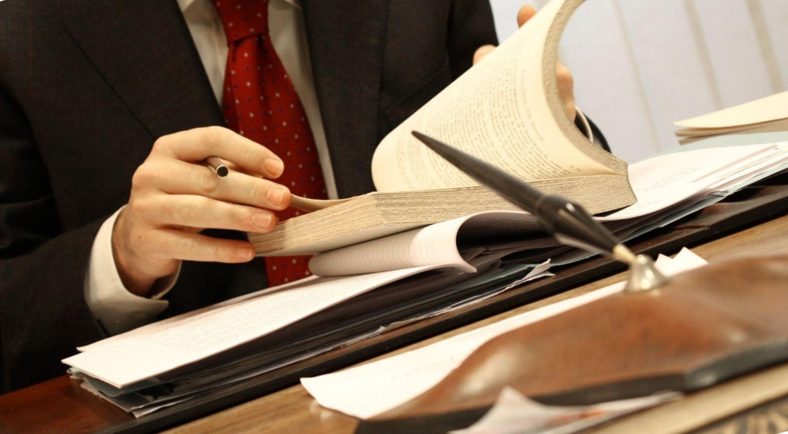 Куда требуется помощник юриста в москве