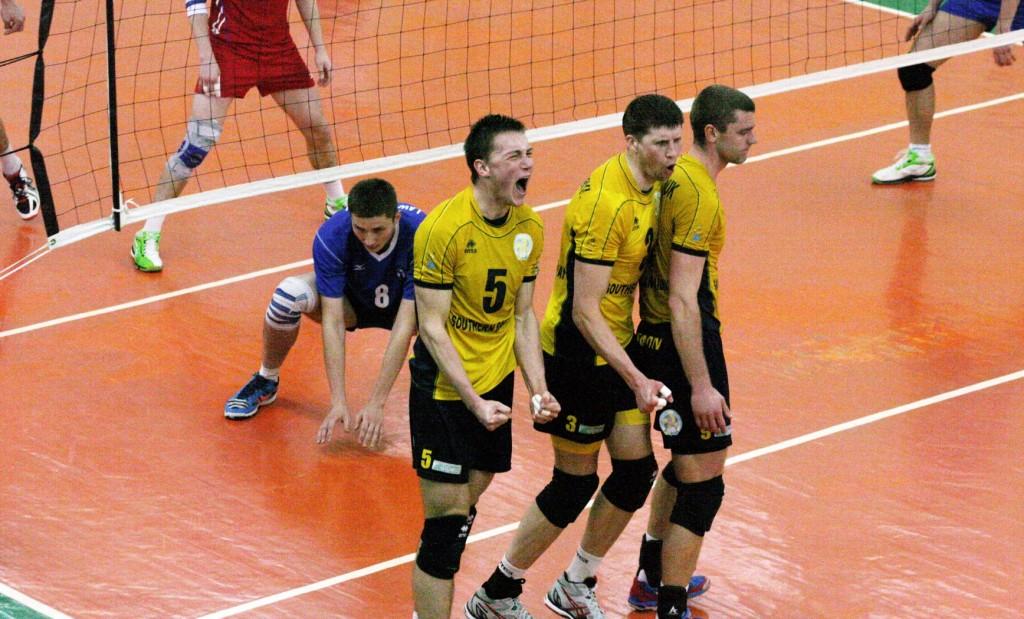 Кернеса призывают к спасению волейболистов