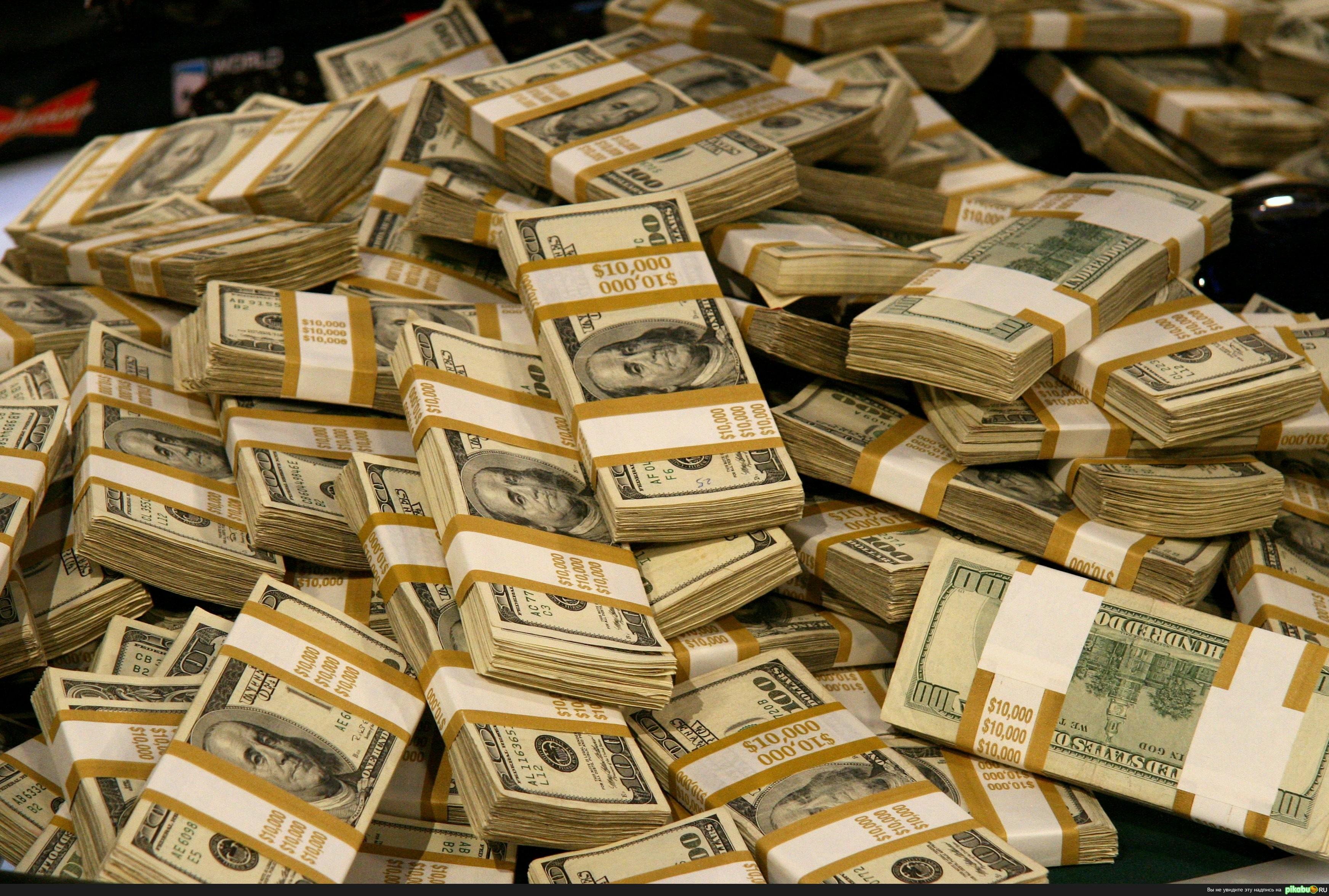 Мопедист умудрился заработать на дороге кучу денег