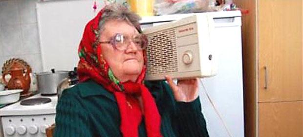 Кухонное радио напугало харьковскую пенсионерку до полусмерти