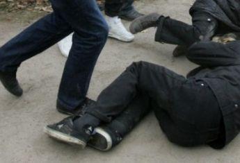 Нападение на полицейского в Харькове сняли на видео