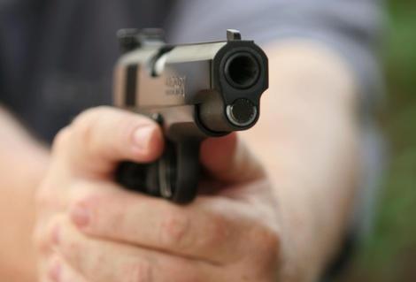 В Харькове стреляли в людей посреди улицы