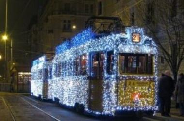 По Харькову проедется старинный рождественский трамвай