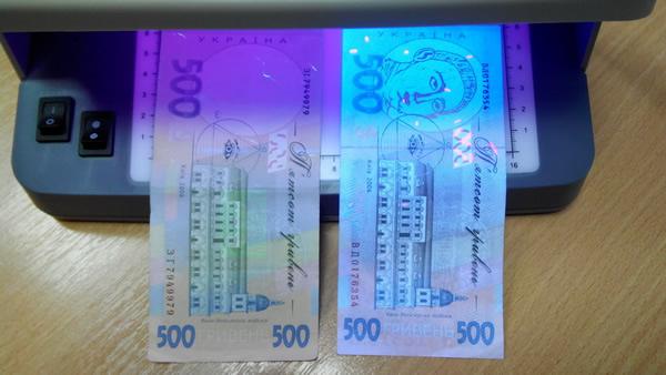 По Харькову гуляют фальшивые деньги. Как отличить подделку