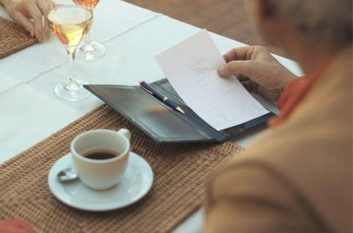 Харьковчанин просидел в кафе огромную сумму