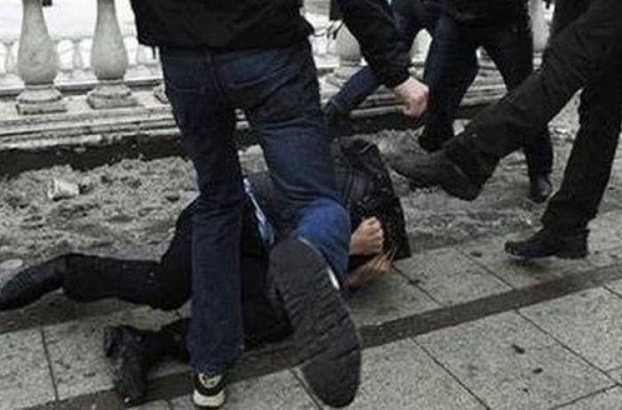 Жестоко избитый в Харькове полицейский стремительно теряет вес