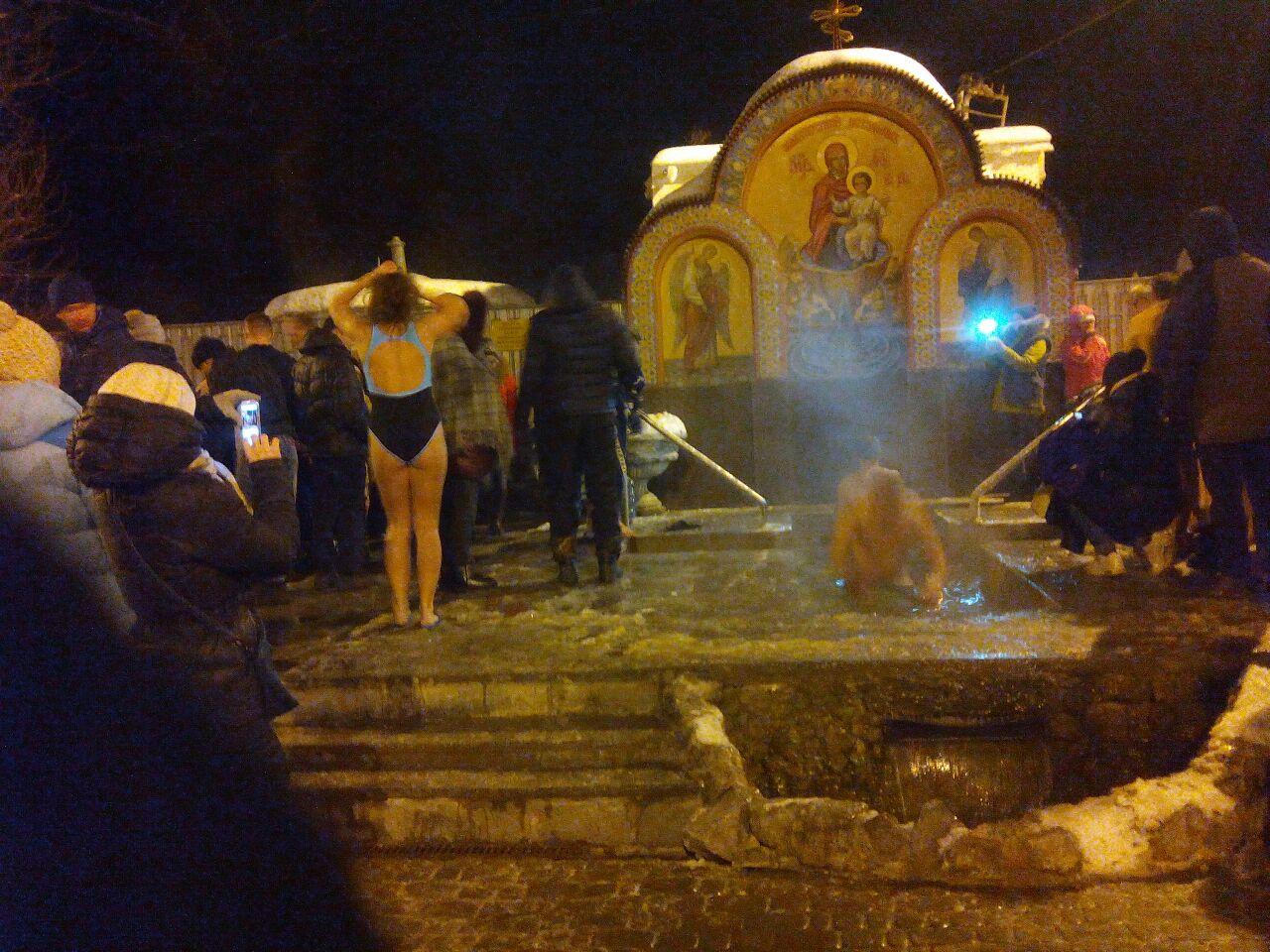 Тысячи харьковчан провели ночь на морозе (ФОТО)