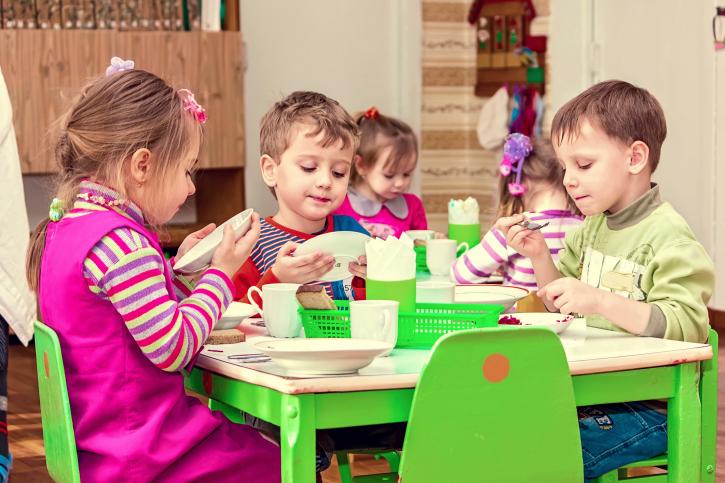 Полтысячи харьковских детей определят в новое место