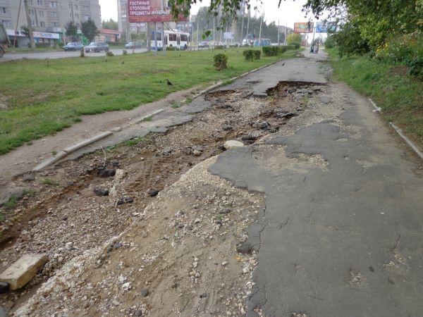 Жители Харькова пожаловались на места, где можно сломать ноги