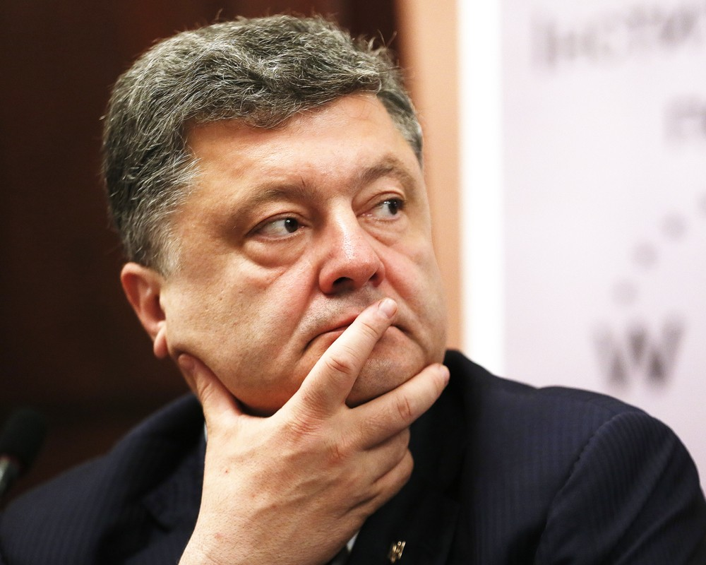 Порошенко дал оценку действиям депутата Гончаренко у фрагмента Берлинской стены