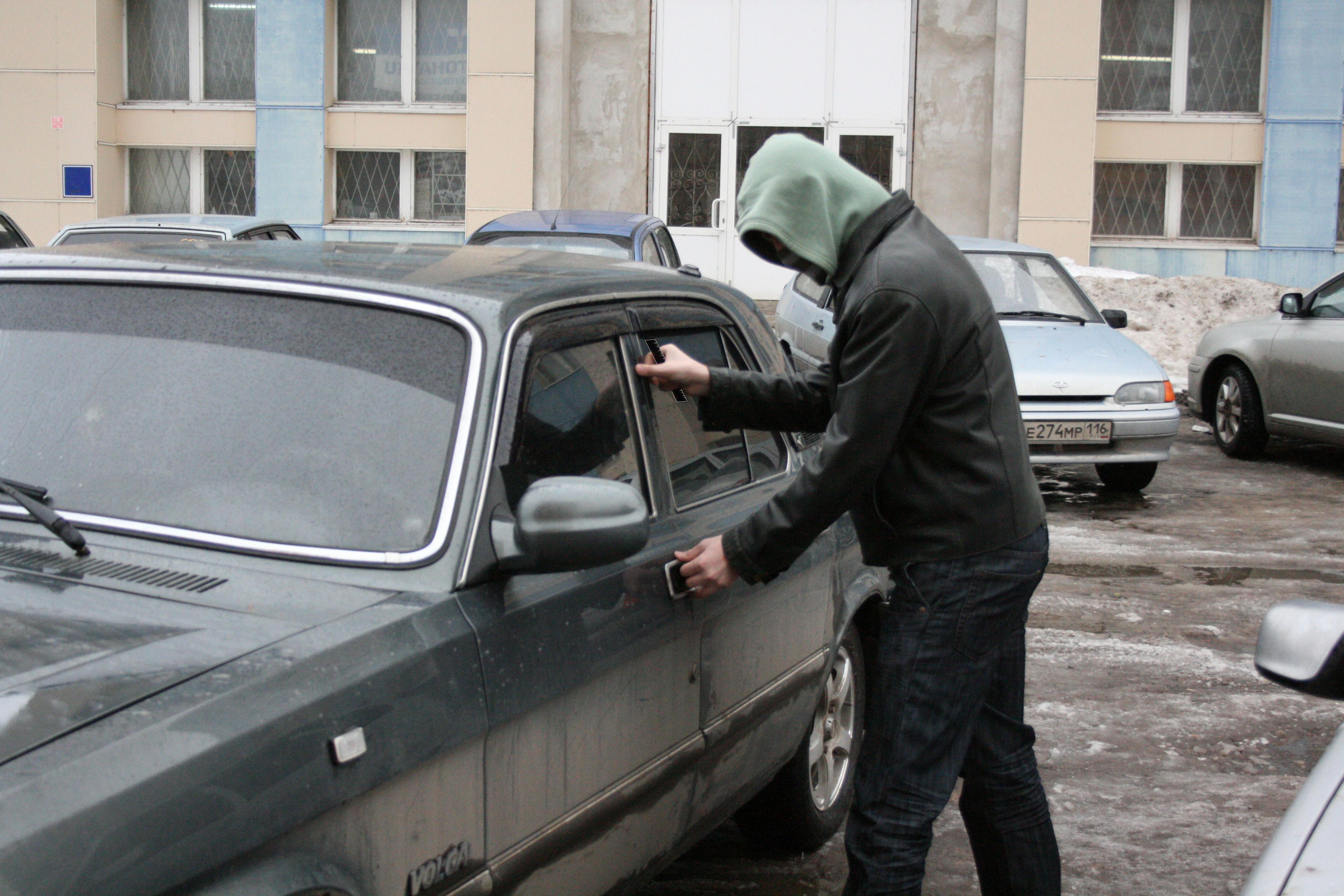 На Салтовке обносят автомобили