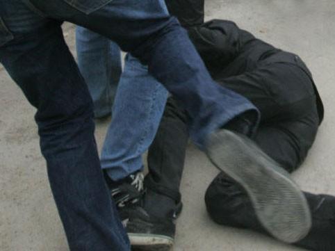 Происшествие под Харьковом: люди в масках сильно избили парня (фото)