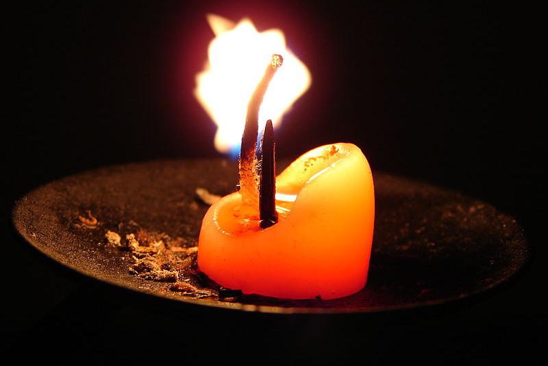 Харьковчане запасаются свечами и фонариками