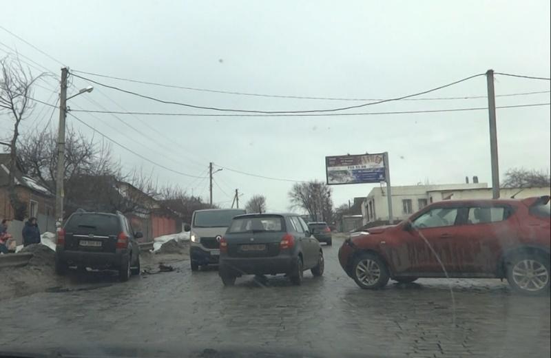 Выезд из Салтовки заблокирован (ФОТО, ВИДЕО)