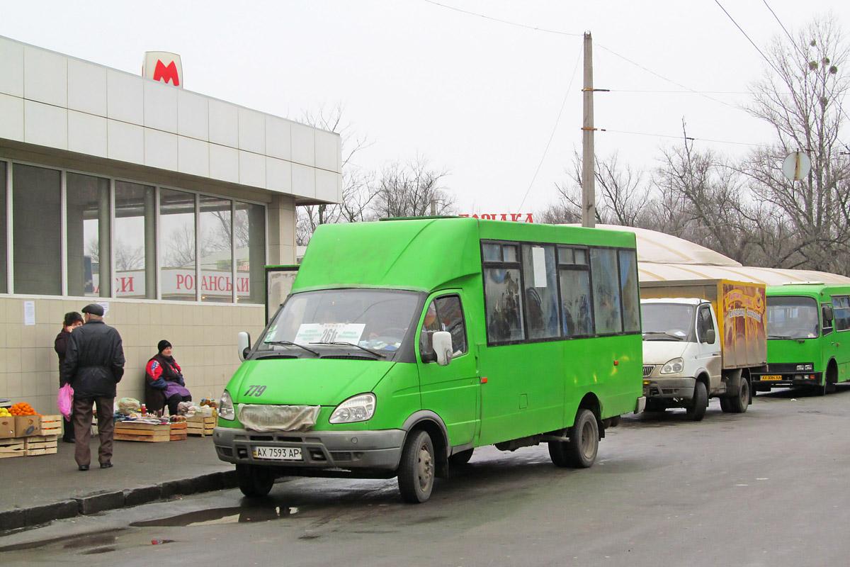 Переполненная маршрутка попала в опасность в Харькове (ФОТО)