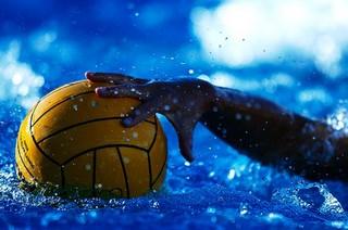 Скандал в Харькове. Спортсмен набросился на мужчину в бассейне (ВИДЕО)