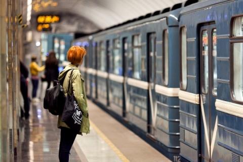 В харьковском метро остановилось движение (ФОТО)