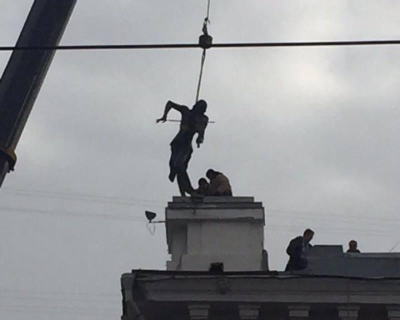 Двойник скандального музыканта поселился в центре Харькова (ФОТО)