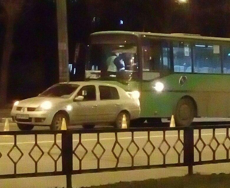 Два маршрутных автобуса попали в аварию в Харькове (ФОТО)