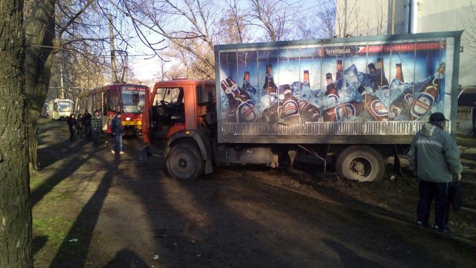 Движение трамваев заблокировали на Салтовке (ФОТО)