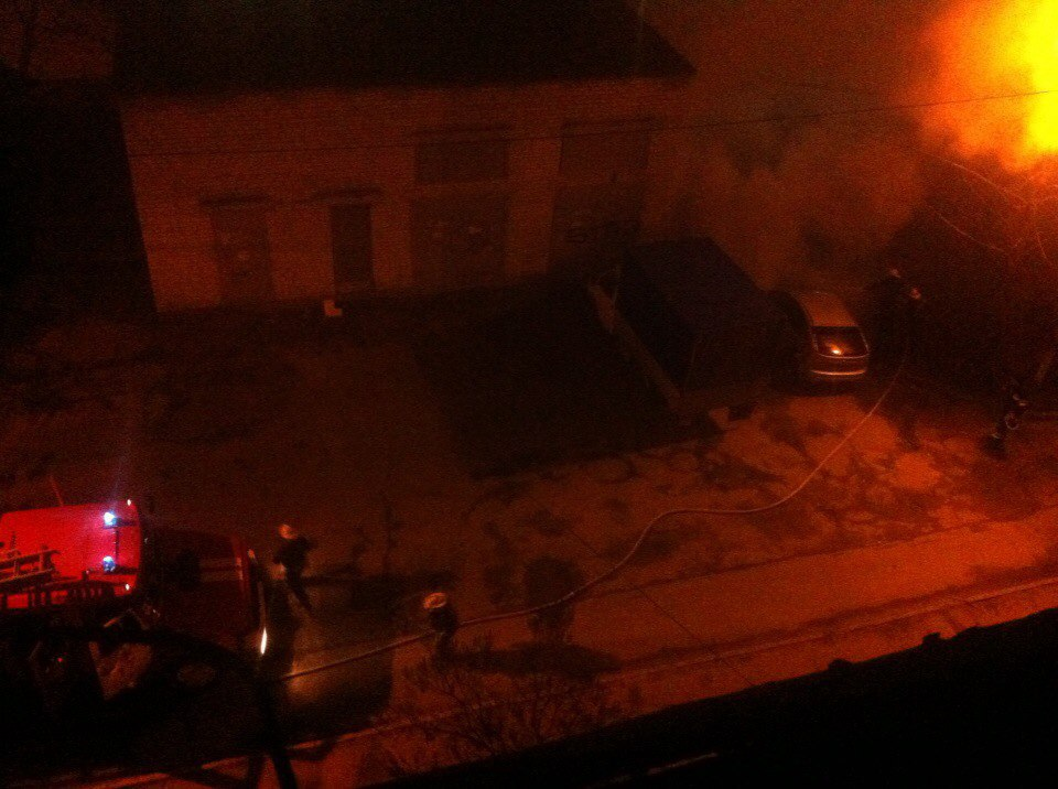Автомобиль загорелся на ходу в Харькове (ФОТО, ВИДЕО)