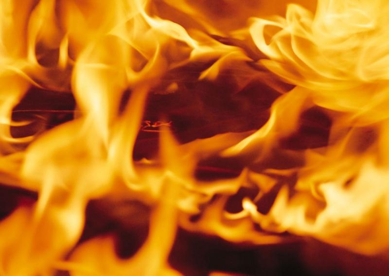 Треть территории арсенала в Балаклее охвачена огнем