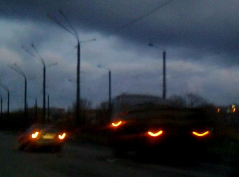 В Харькове субботним утром легковушка и грузовик не разминулись на пустой дороге (ВИДЕО)
