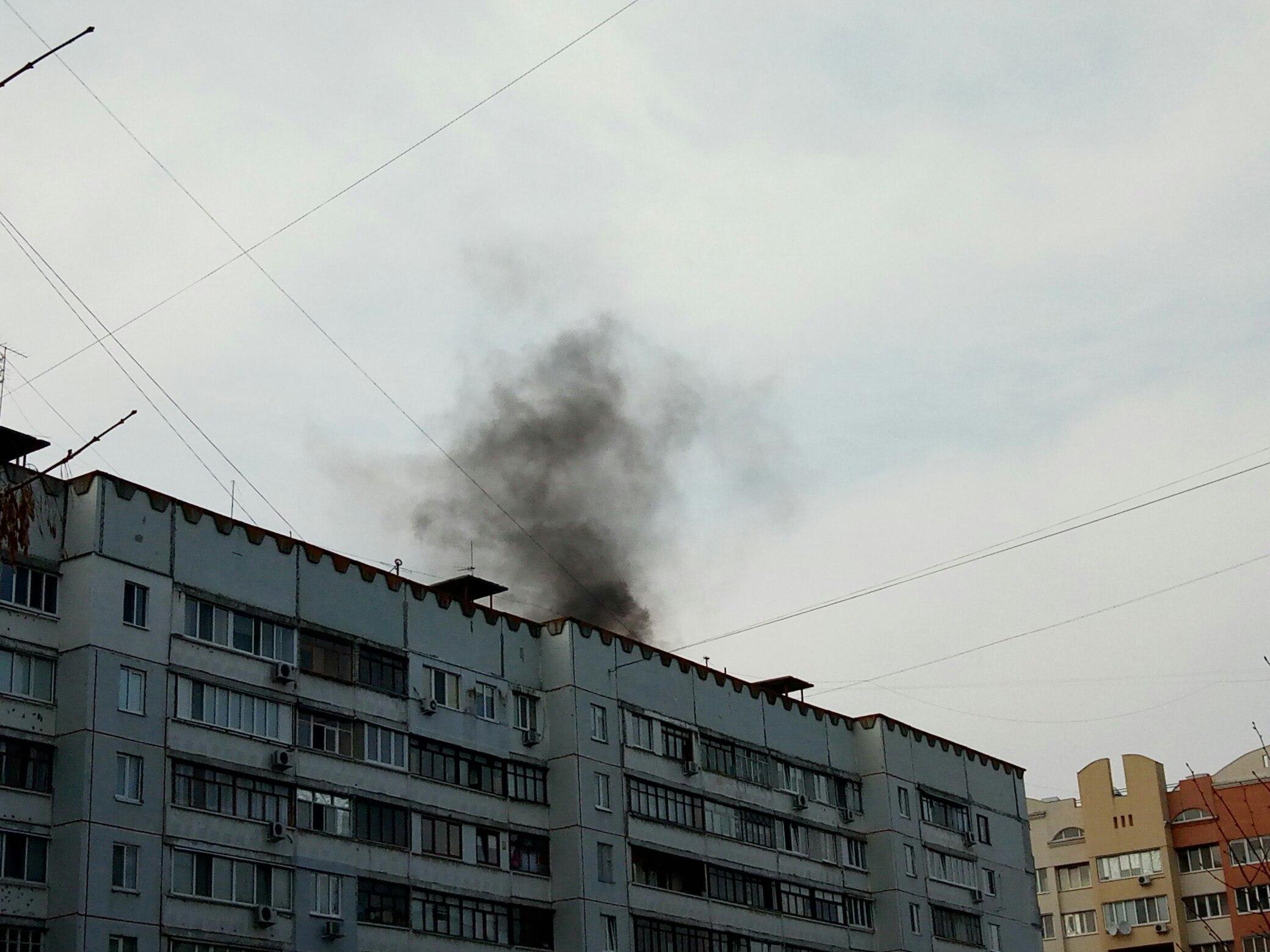 Черный дым испугал жителей Салтовки (фото)