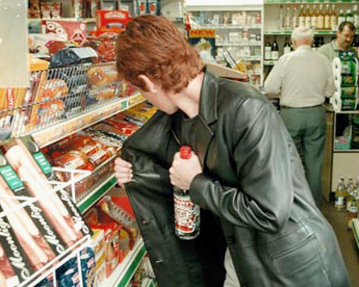 Поход в супермаркет закончился плачевно для молодой харьковчанки