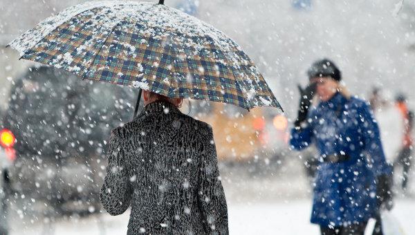 Внезапная стихия накрыла Харьков. Горожане достают пуховики и шапки (фото, видео)