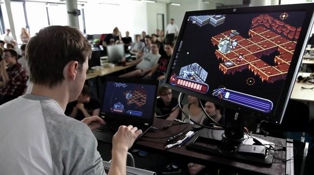 На Харьковщине любитель компьютерных игр вынудил знакомого подметать улицы