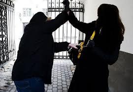 Неадекватный охотник на Харьковщине приставал к женщинам