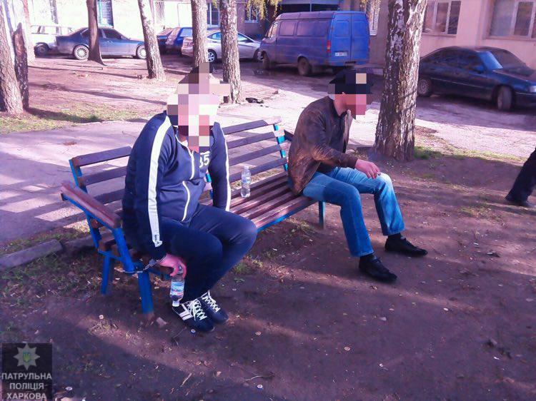 По центру Харькова разъезжают вооруженные люди (фото)