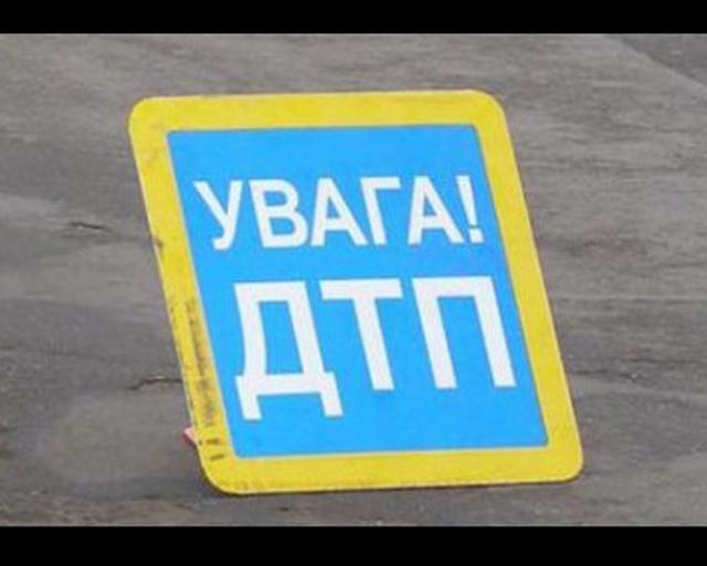 """Автомобиль вылетел с дороги: мужчину забрала """"скорая"""" (фото)"""