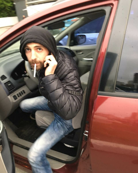 foto-devushek-vihodyashih-iz-mashini