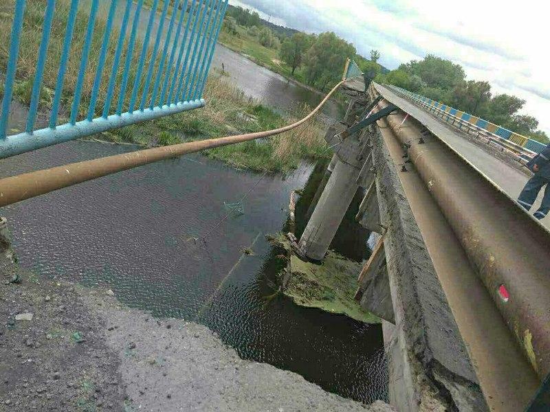 Мост обрушился под Харьковом (фото)