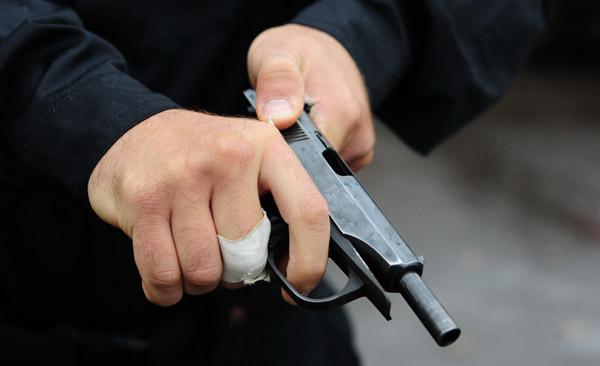 Буйный харьковчанин размахивал оружием в центре Харькова (фото)
