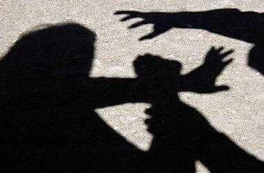 В Харькове напали на женщину прямо посреди улицы