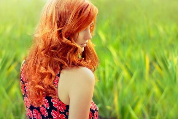 Девушки со спины с рыжими волосами фото