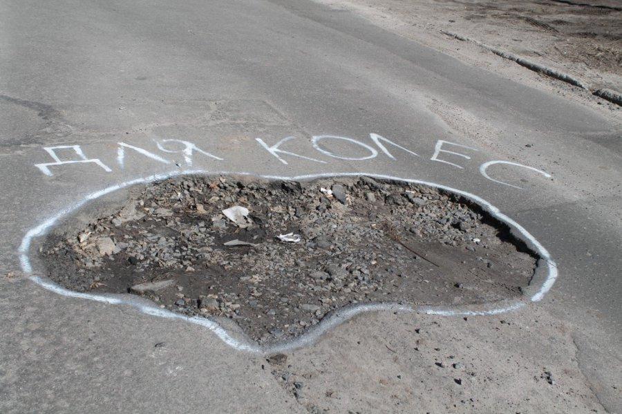 Жители Салтовки остались у разбитого асфальта